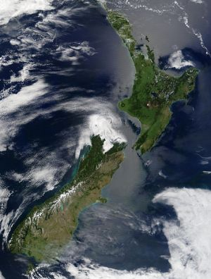 455px-Satellite_image_of_New_Zealand_in_December_2002.jpg