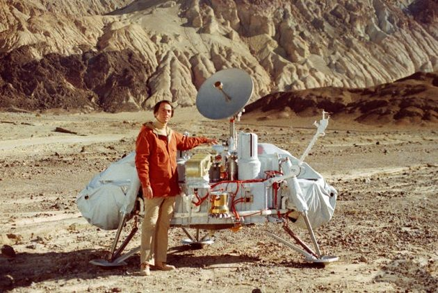 Carl Sagan with a model of the Viking lander.