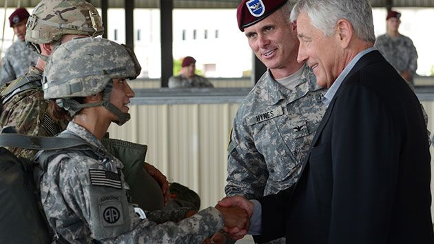 hagel meets with soldiers