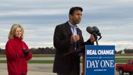 jindal backs romney